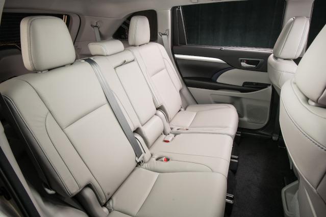 2019-toyota-highlander-interior3