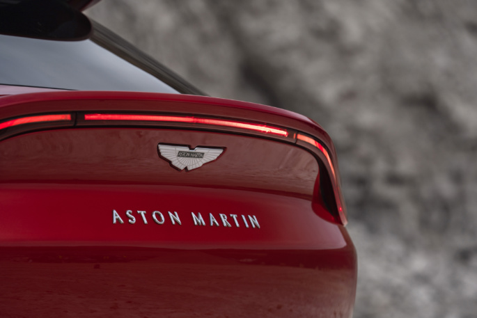 Aston Martin DBX 16