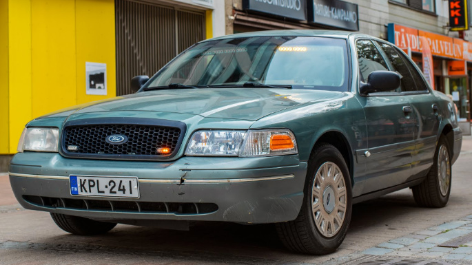 ford-crown-victoria-ext