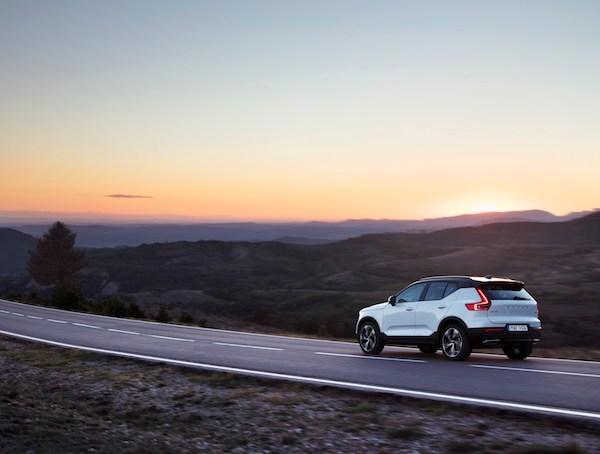 216709 New Volvo XC40 - exterior