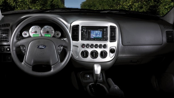 2005-ford-escape-hybrid-int
