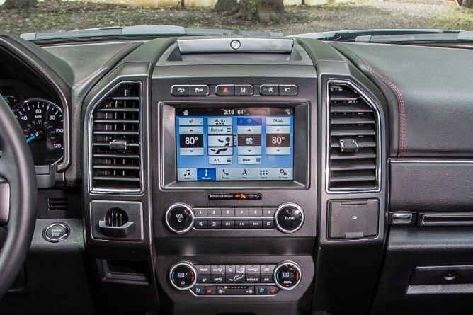 2019-ford-expedition-interior-4
