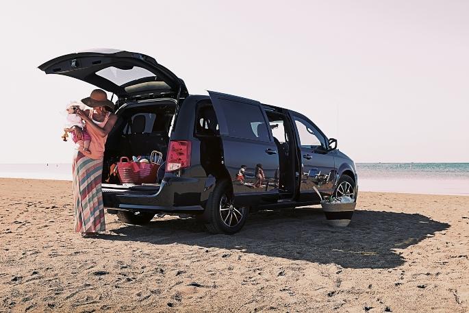 2019-dodge-grand-caravan-exterior-3