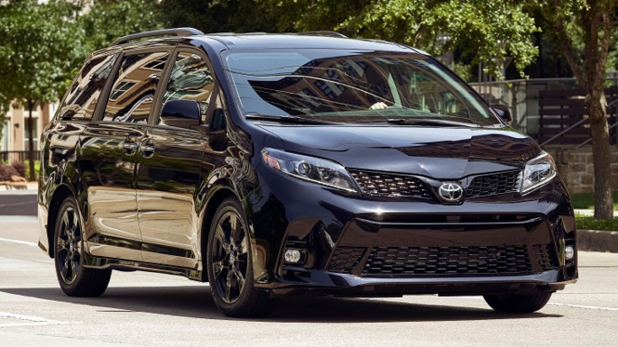 2020-toyota-sienna-driving-experience-image