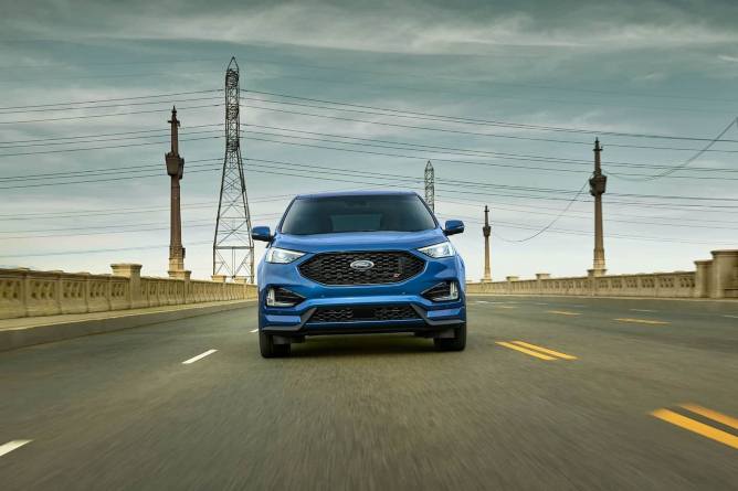 2019-ford-edge-image-3