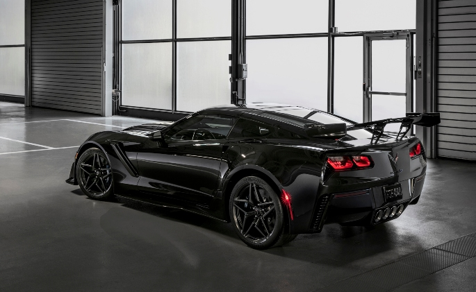 2019-Chevrolet-Corvette-ZR1-013