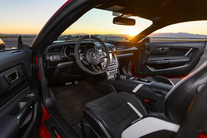 2020-ford-mustang-gt500-image-4
