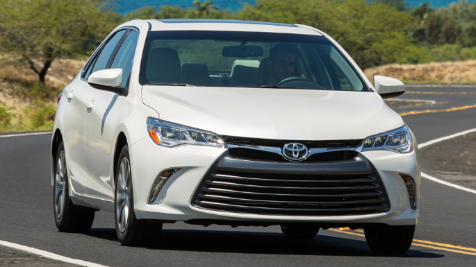 2017-toyota-camry-driving-image