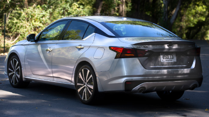 2020-nissan-altima-overview-image