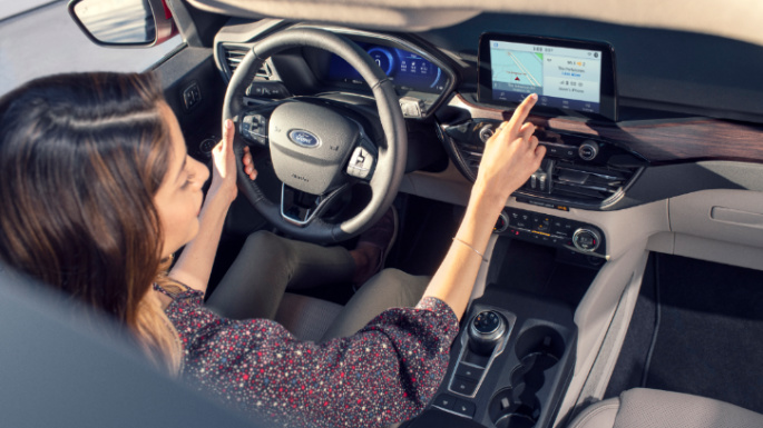2020-ford-escape-hybrid-int