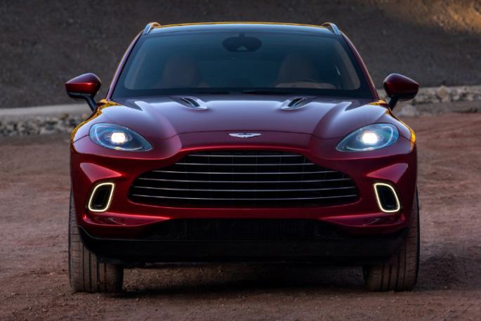 Aston Martin DBX 04
