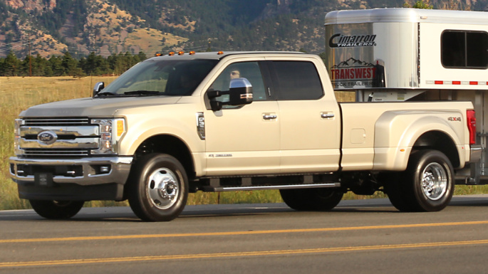2019-ford-f350-driving-image