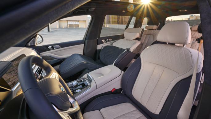 2020-bmw- x7-seats-image