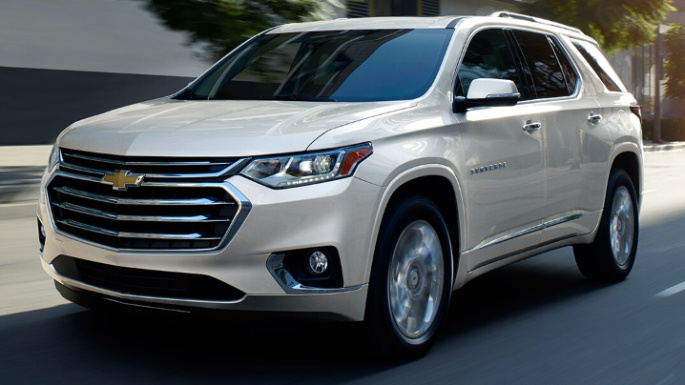 2020-chevrolet-traverse-driving-image
