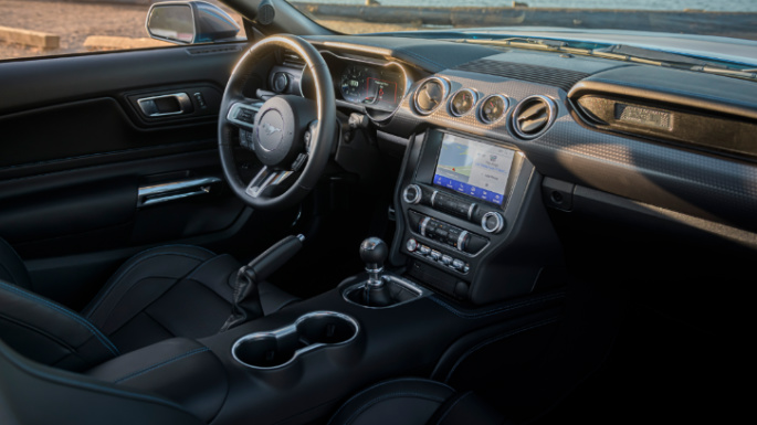 2020-ford-mustang-dashboard-image