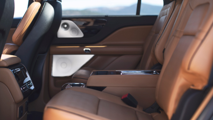 2020-lincoln-aviator-seats2-image