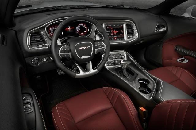 2019-dodge-challenger-interior2