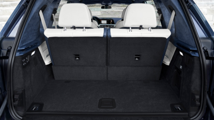 2020-bmw- x7-trunk-image