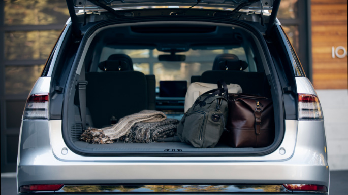 2020-lincoln-aviator-trunk-image