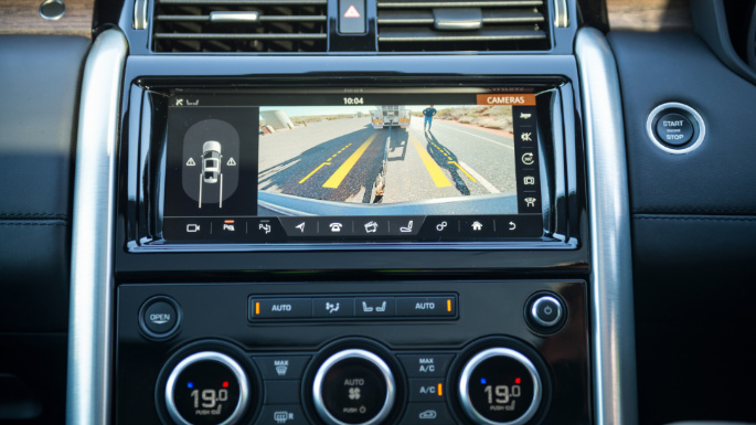 2019-land-rover-discovery-infotainment