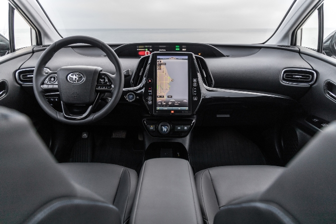 2019-toyota-prius-interior-1