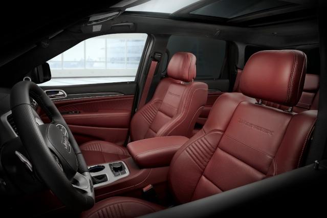 2019-jeep-grand-cherokee-interior1
