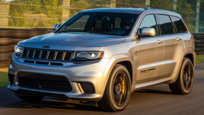 2021-jeep-grand-cherokee-driving-image