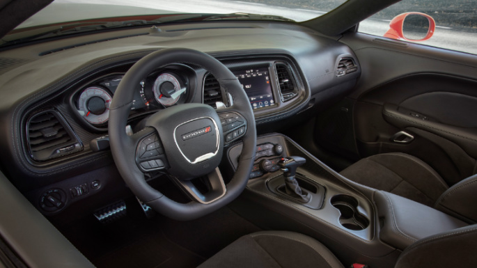 2020-dodge-challenger-dashboard-image