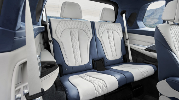 2020-bmw- x7-seats2-image