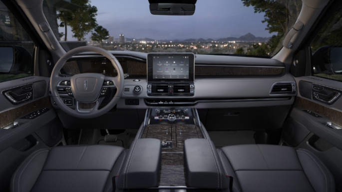 2021-lincoln-navigator-int