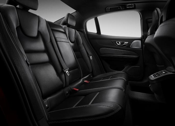 2019-volvo-s60-interior-2