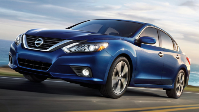 2017-nissan-altima-driving-image