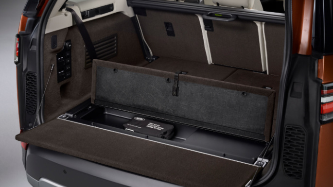 2019-land-rover-discovery-trunk