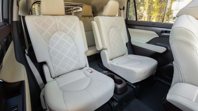 2020-toyota-highlander-seats2-image