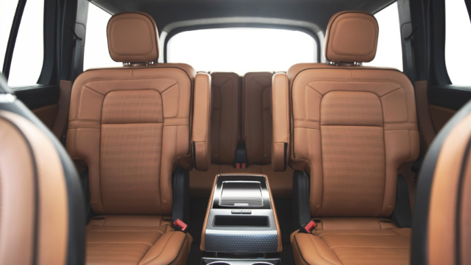 2020-lincoln-aviator-seats-image