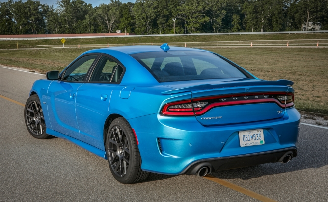 2019-dodge-charger-image-2