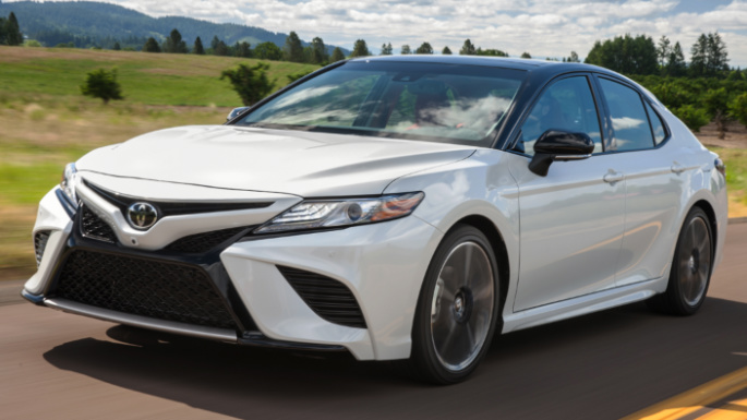2018-toyota-camry-driving-image