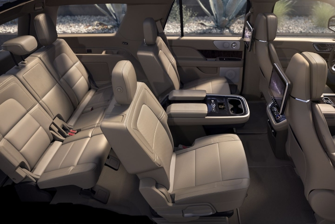 2019-lincoln-navigator-interior-2