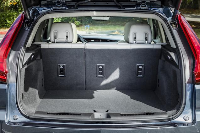2019-Cadillac-XT4-070