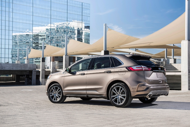 2019-ford-edge-exterior-2