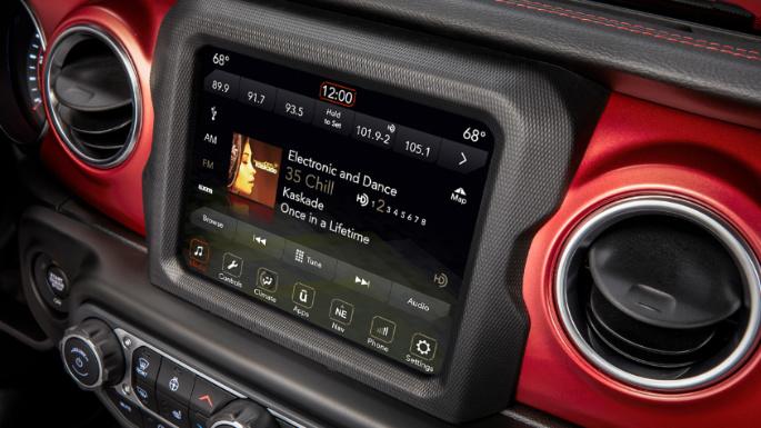 2020-jeep-wrangler-infotainment-image