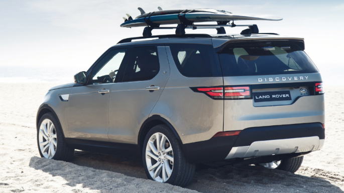 2019-land-rover-discovery-rear