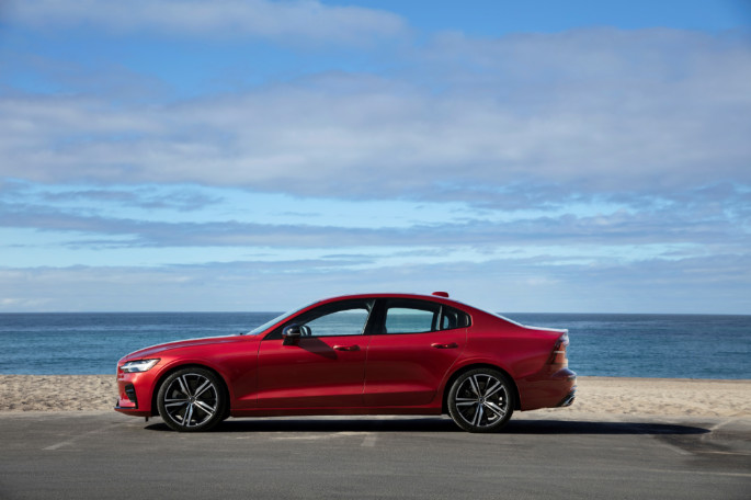 239392 New Volvo S60 R-Design exterior