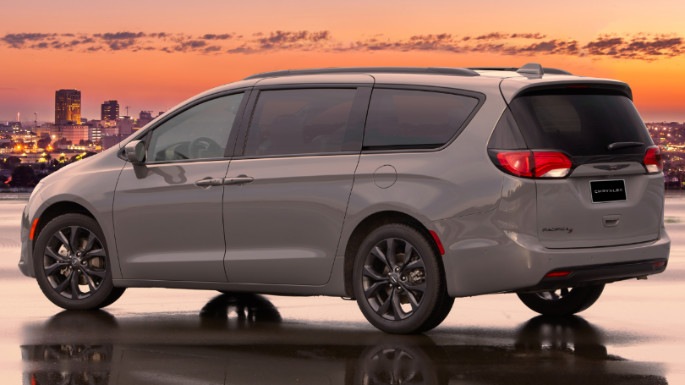 2020-chrysler-pacifica-image-2