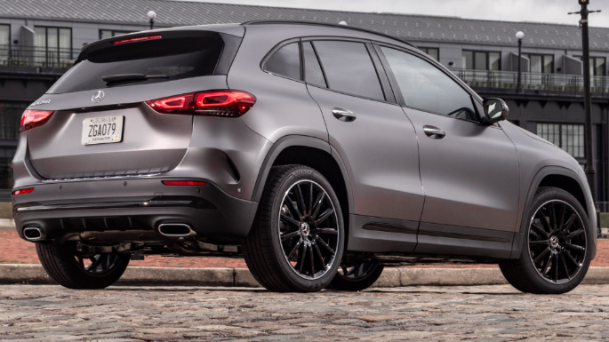 2021-mercedes-benz-gla-overview-image