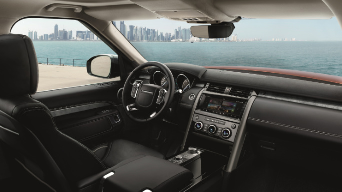 2019-land-rover-discovery-dashboard