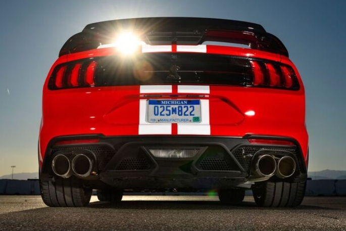 2020-ford-mustang-gt500-image-2