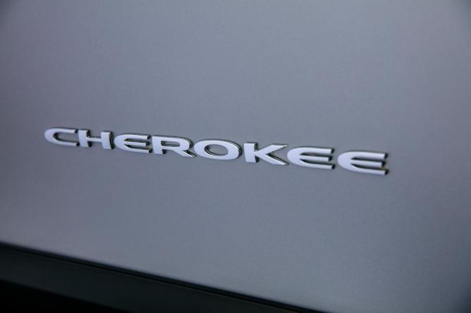 2019-jeep-cherokee-image-15