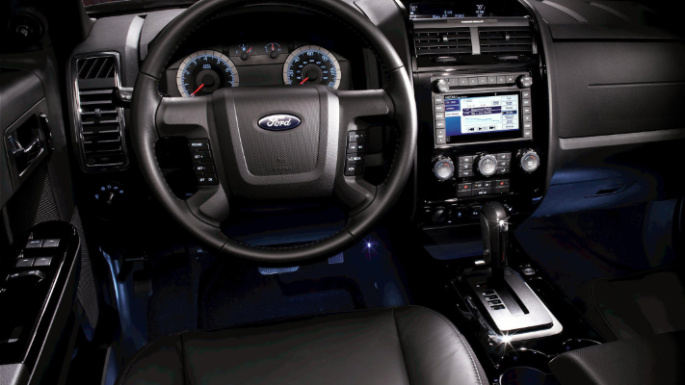 2012-ford-escape-hybrid-int