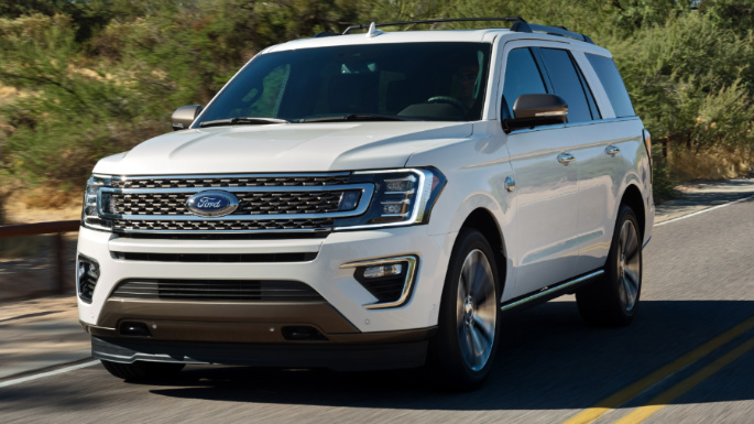 2020-ford-expedition-driving-image